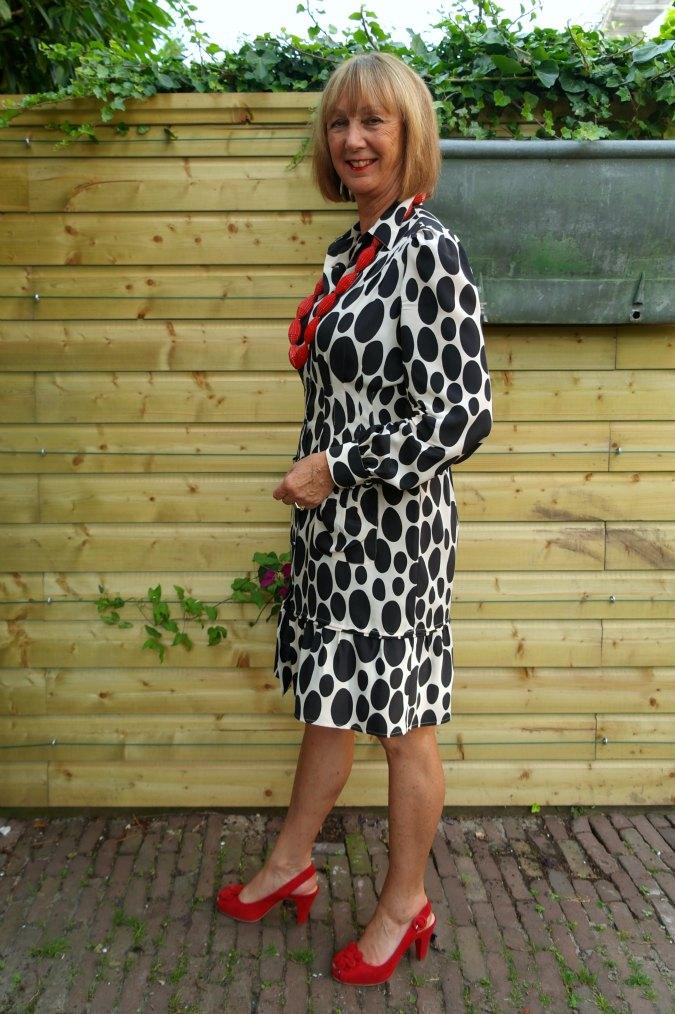 Oval polka dot summer dress 3