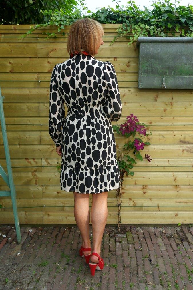 Oval polka dot summer dress 4