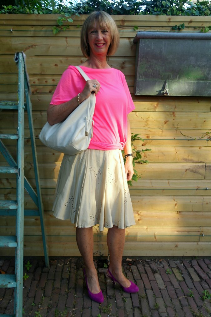 Pink T-shirt and gold silk skirt 1