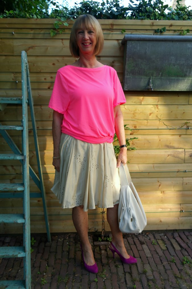 Pink T-shirt and gold silk skirt 1a