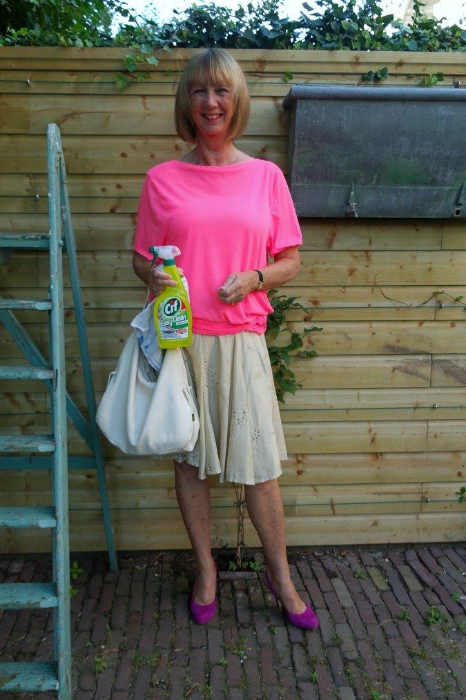 Pink T-shirt and gold silk skirt 3