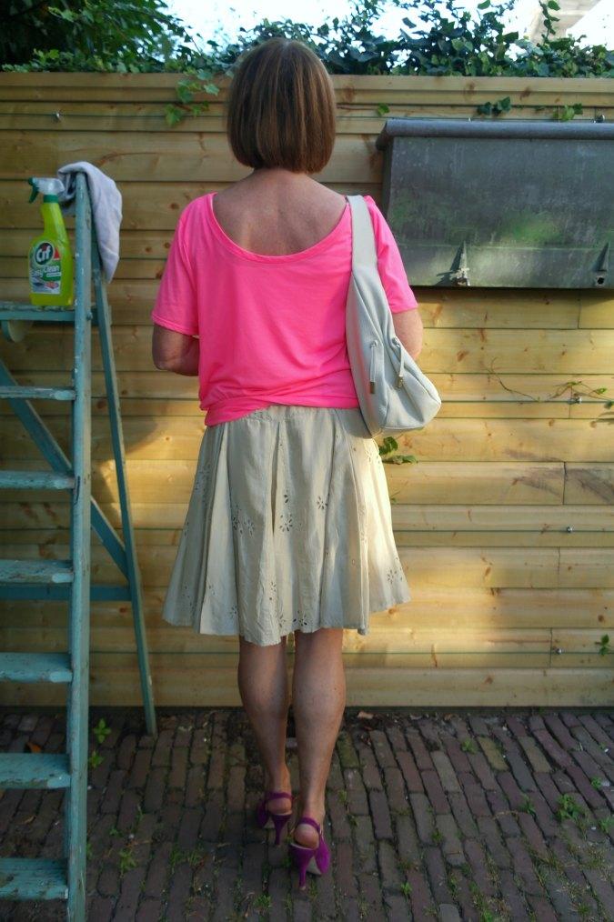 Pink T-shirt and gold silk skirt 4