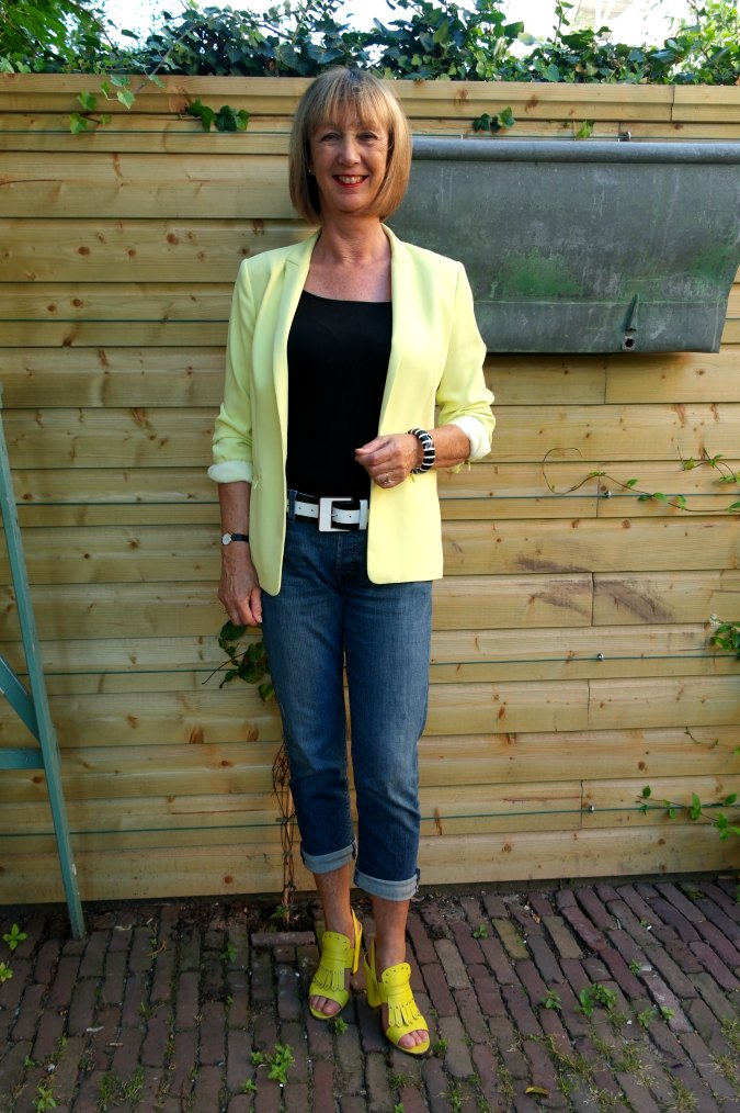 Yellow summer jacket, yellow sandals, black&white accessories