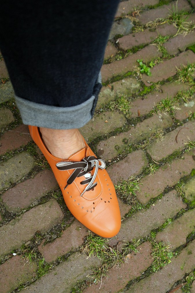 Orange brogues with blue boyfriend jeans 6