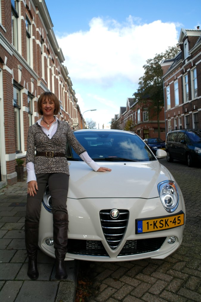 New car en leopard in outfit 2