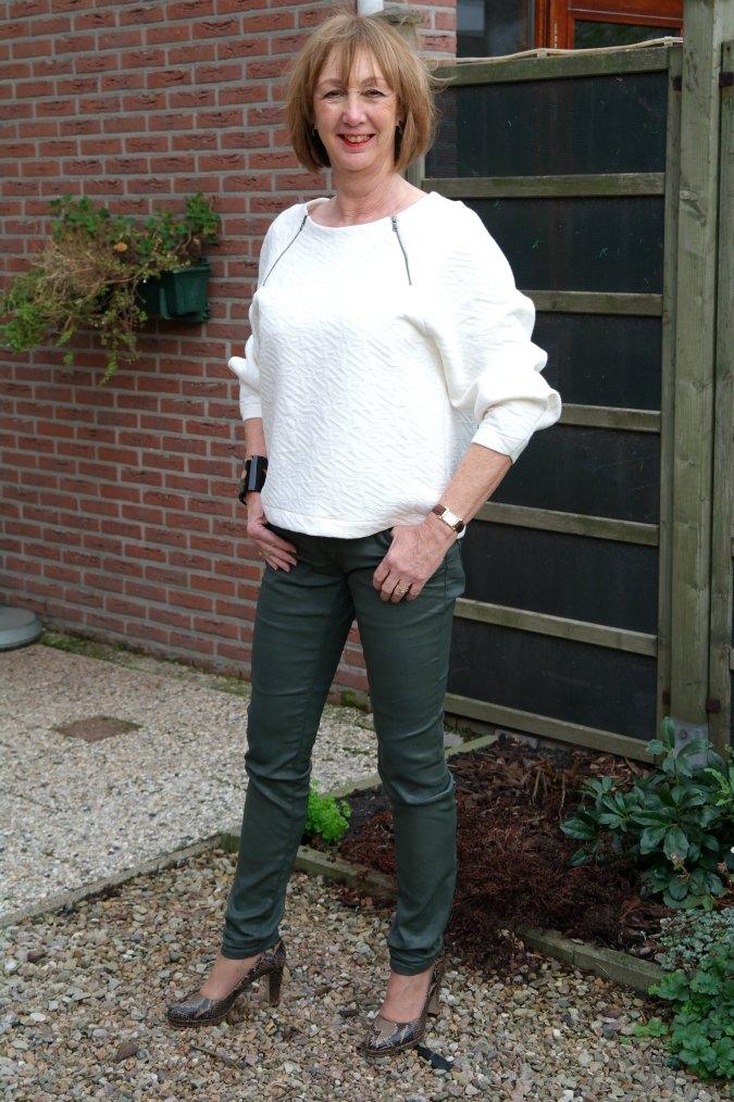 Green skinnies cream sweater 5