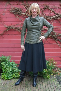 Black long Max Mara skirt with grey green leather jacket (1 van 1)
