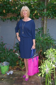 Blue summer dress with fuchsia accessories (1 van 1)