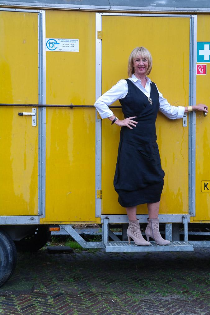 Black summer dress and booties (1 van 8)