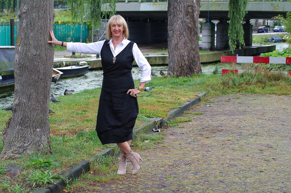Black summer dress and booties (2 van 8)