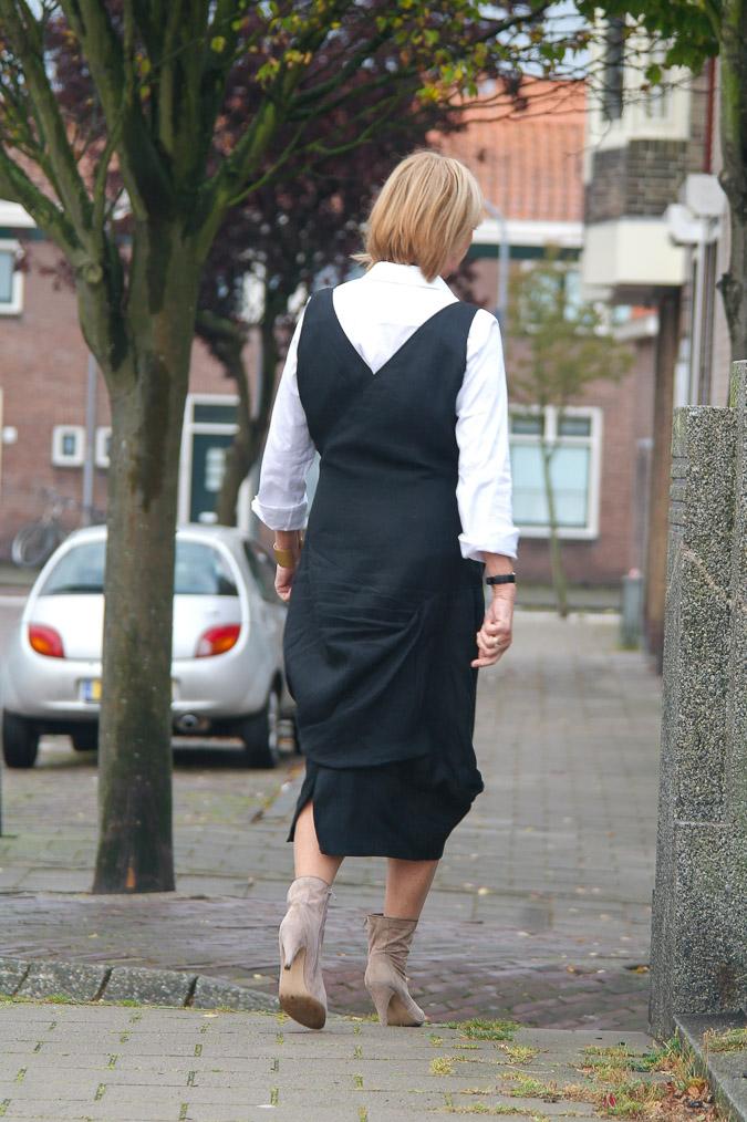 Black summer dress and booties (4 van 8)