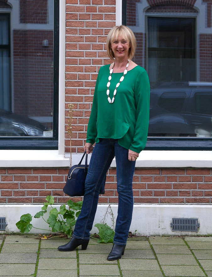 Green blouse with jeans (2 van 6)