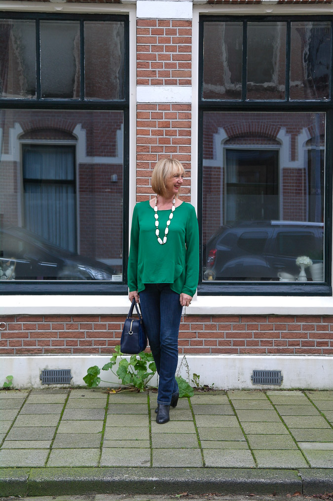 Green blouse with jeans (3 van 6)