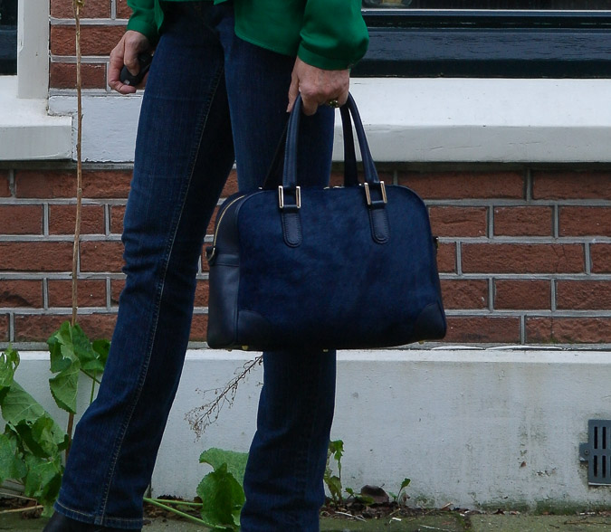 Green blouse with jeans (5 van 6)