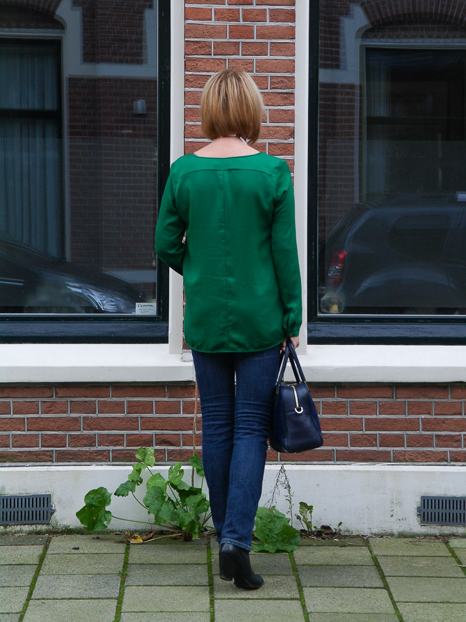 Green blouse with jeans (6 van 6)