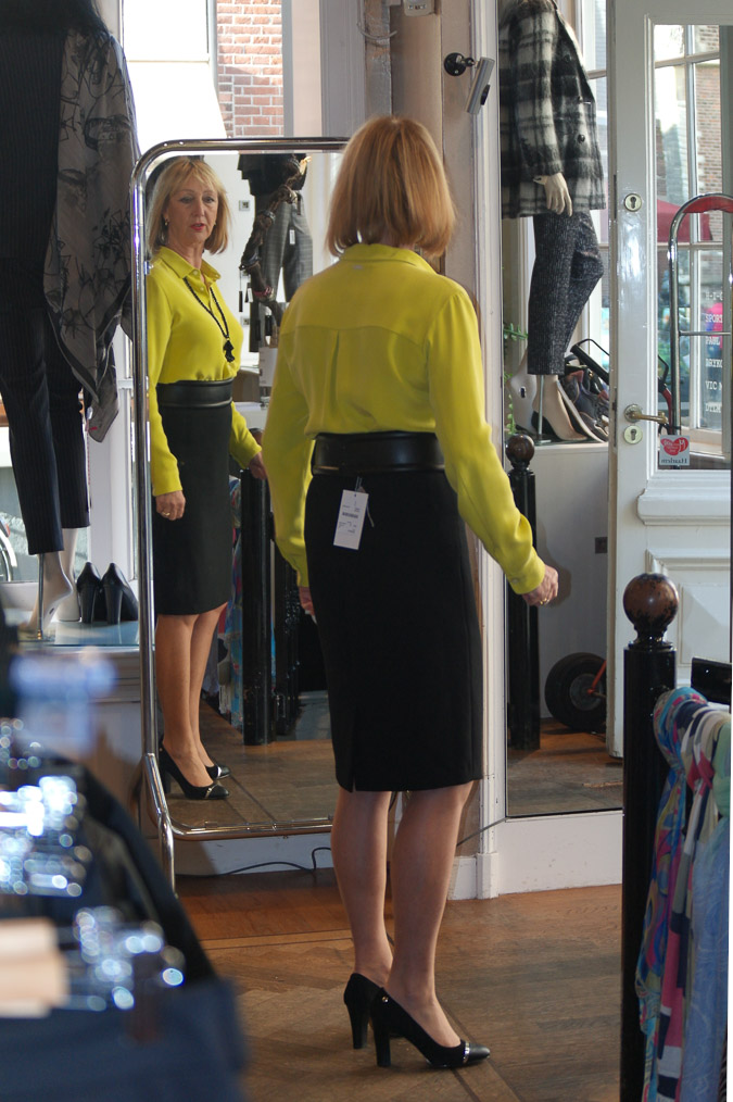 Black pencil skirt with lime blouse (31 van 32)