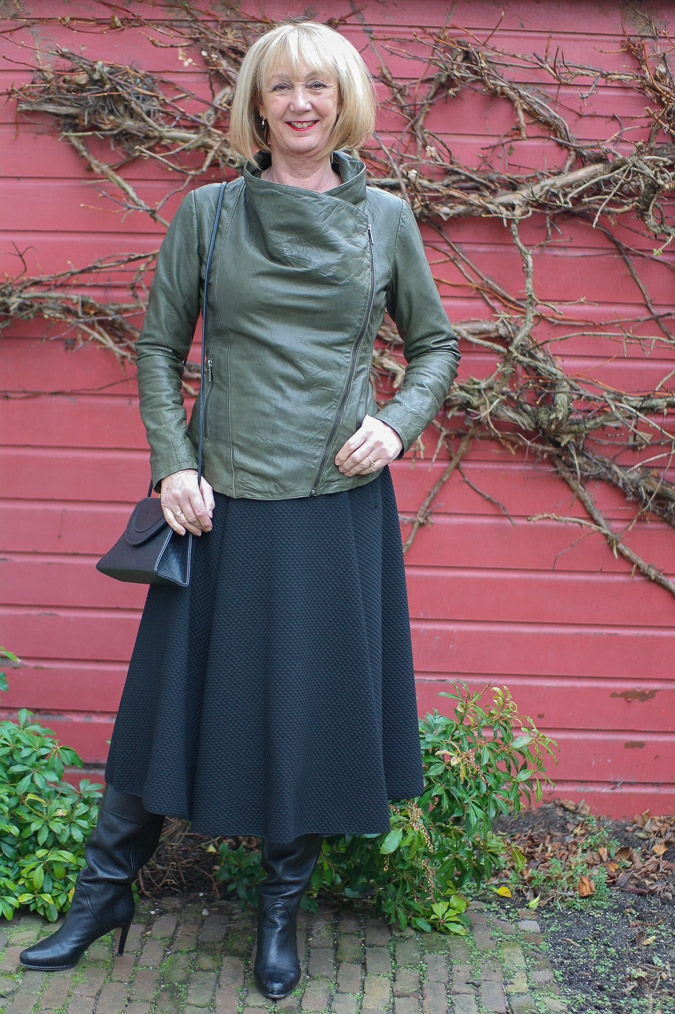 Green leather jacket with long skirt 2 (1 van 1)