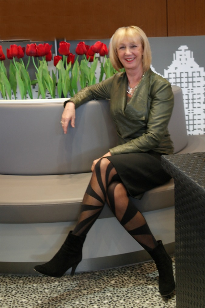 Green leather jacket with pencil skirt (11)