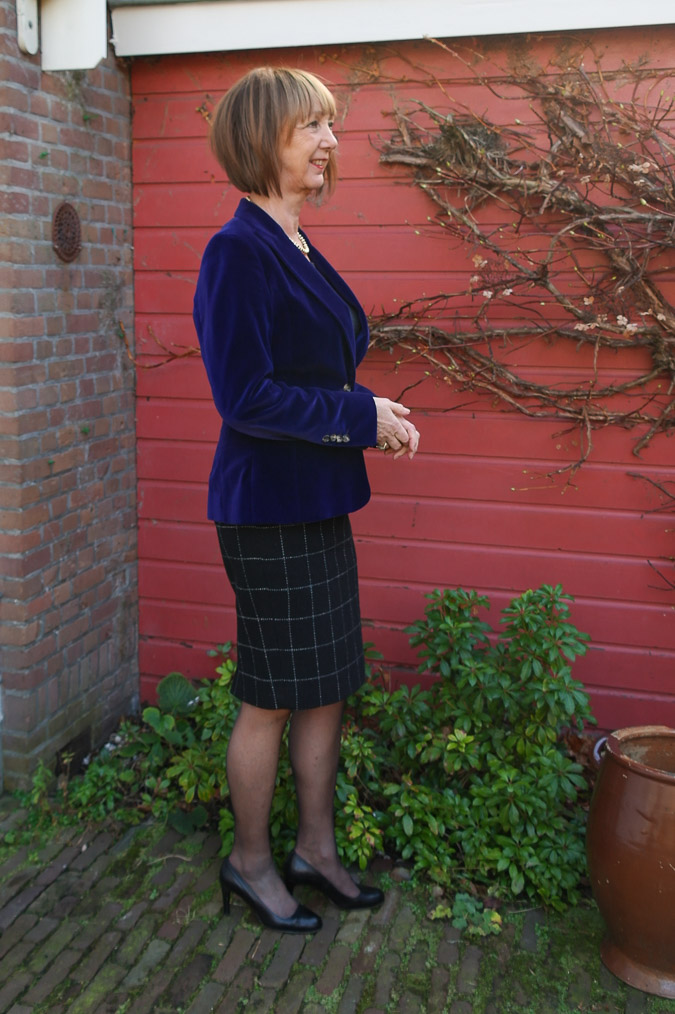 Purple jacket and black and white pencil skirt (2 van 4)