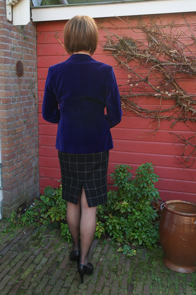 Purple jacket and black and white pencil skirt (4 van 4)