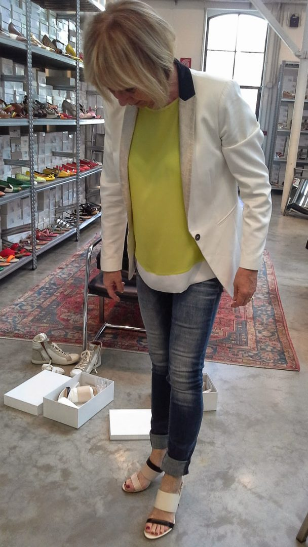 Trying shoes at Max Mara (2 van 2)