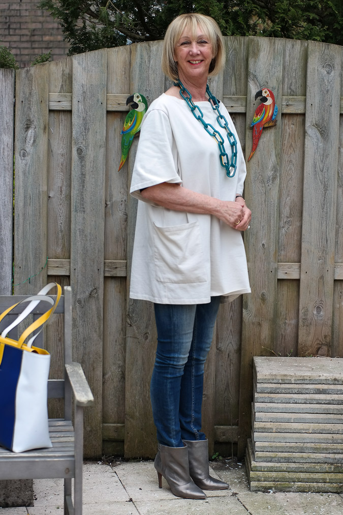 Acne tunic skinny jeans and golden boots (2 van 9)