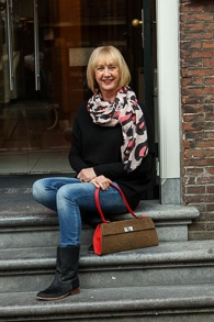 Pink, black and white scarf Haarlem