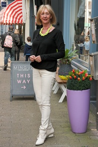 black Theory top, cream skinnies, cream shoes (Eijk Amsterdam), lime necklace