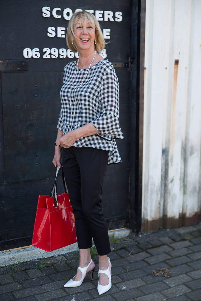 Checked black and white top and black trousers Marella (7 van 7)
