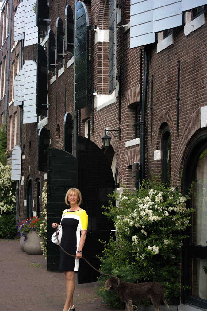 Yellow, black and white dress (4 van 22)