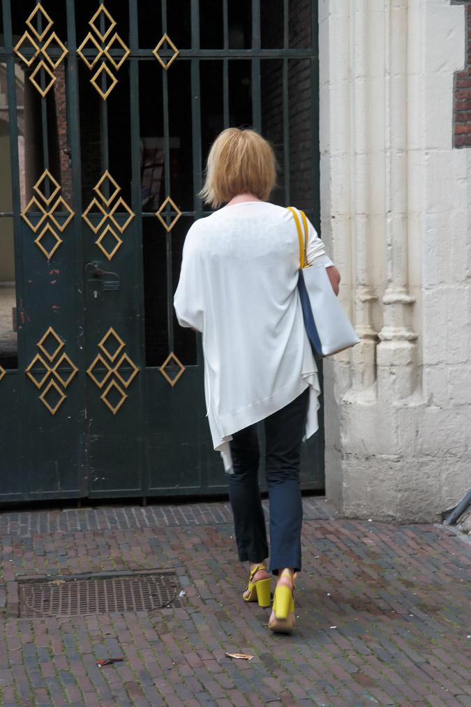 Cardigan Max Mara and yellow sandals (5 van 12)