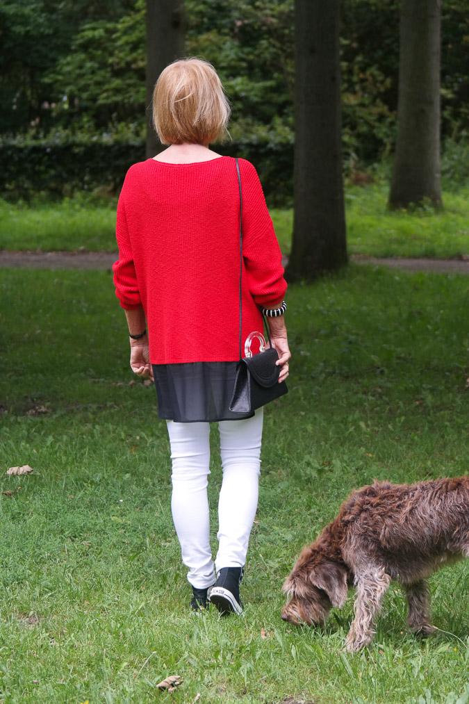Red sweater white skinnies sneakers (1 van 1)