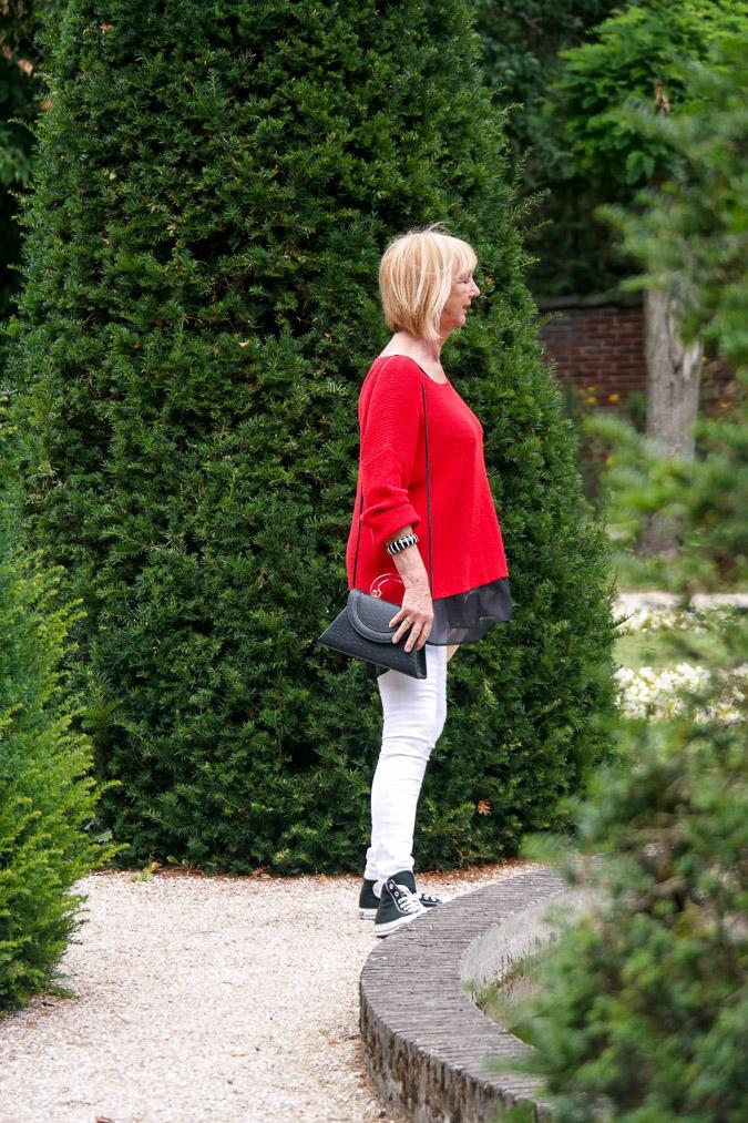 Red sweater white skinnies sneakers (19 van 22)