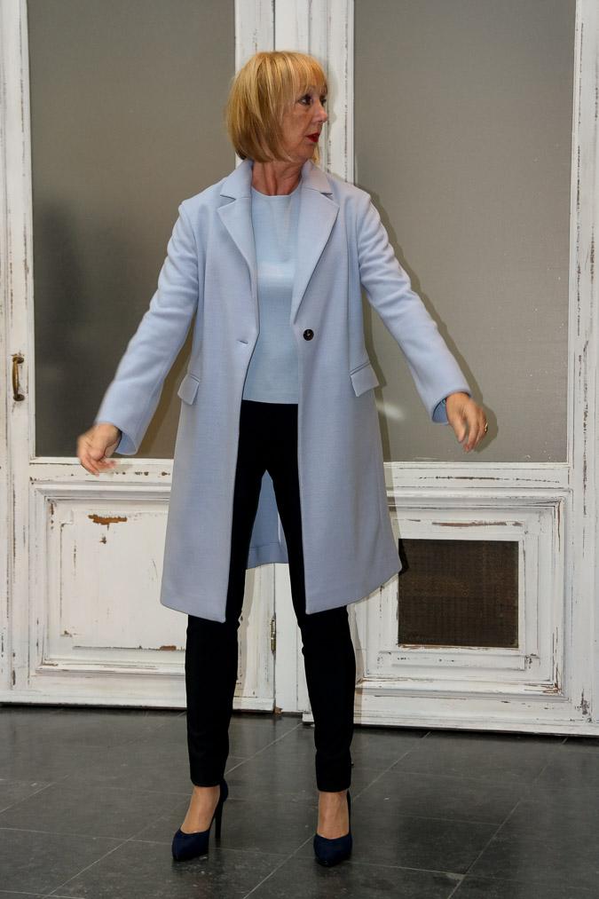Blue sweater, blue coat, blue shoes (2 van 9)