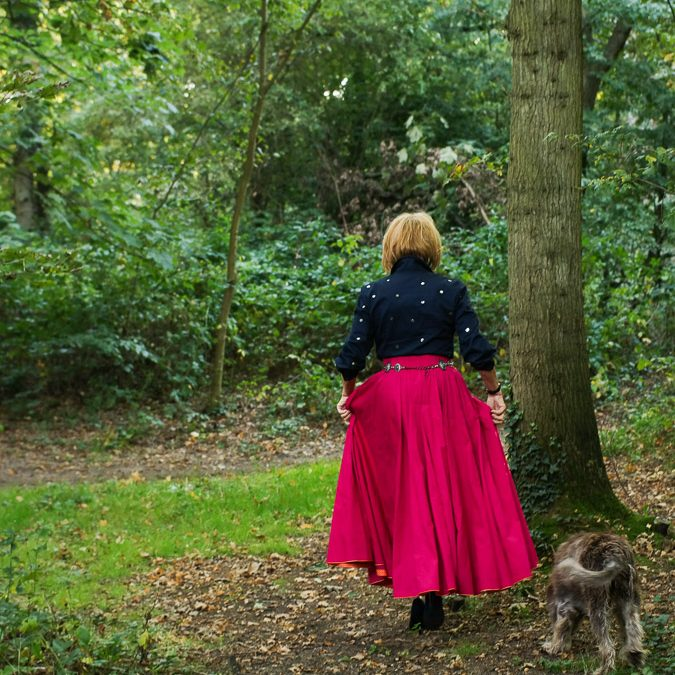 Wide fuchsia skirt with dark blue blouse