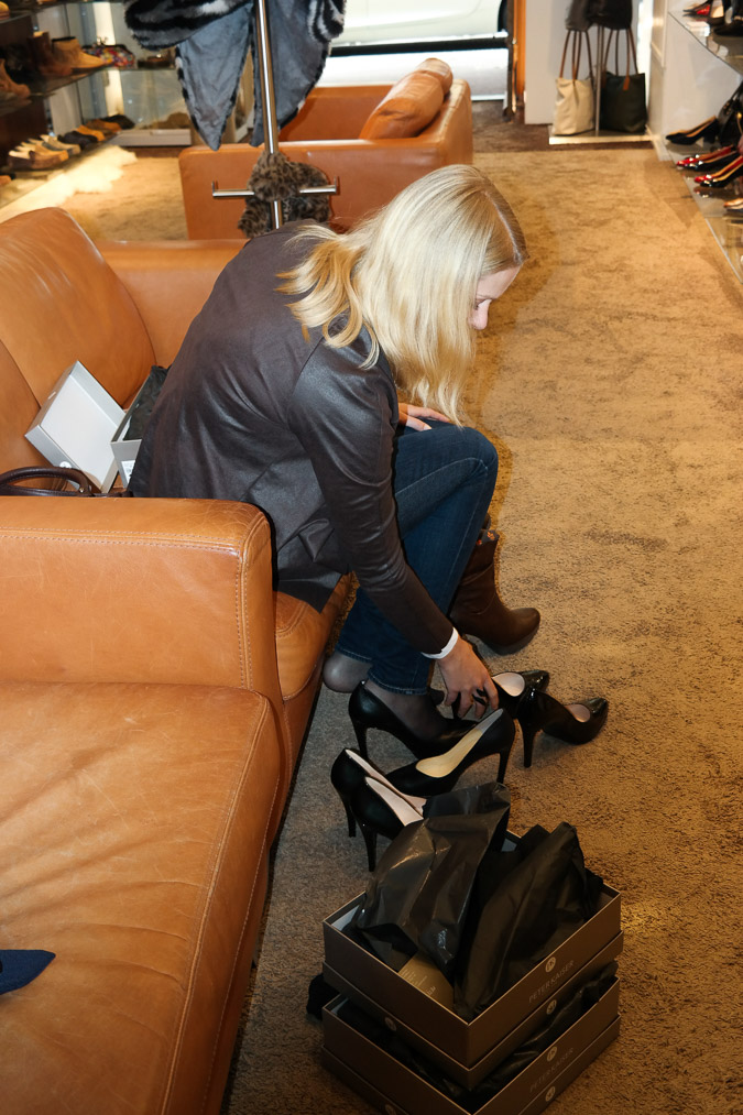 trying on shoes at Calzature Utrecht (19)-2_LR