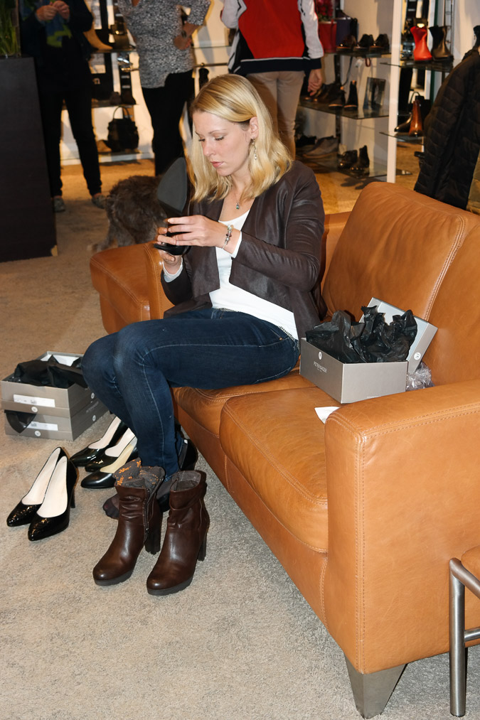 trying on shoes at Calzature Utrecht (20)-2_LR
