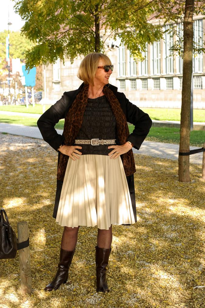 Cream pleated skirt Max Mara (41)_LR