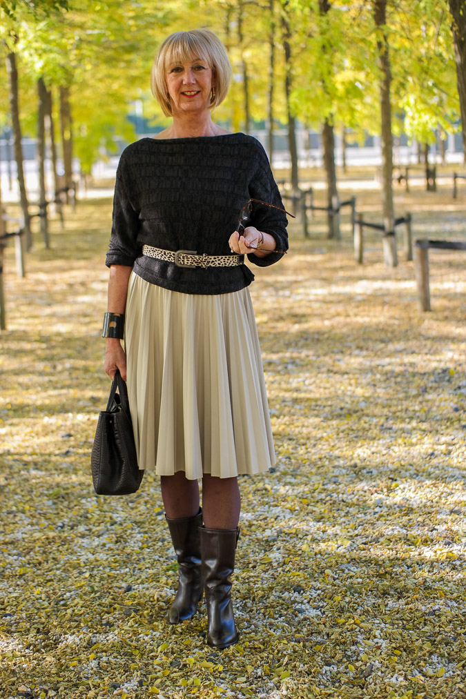 Max Mara cream pleated skirt