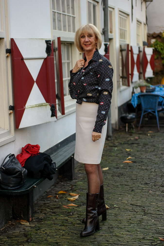 Cream A line skirt with eye blouse (4 van 11)