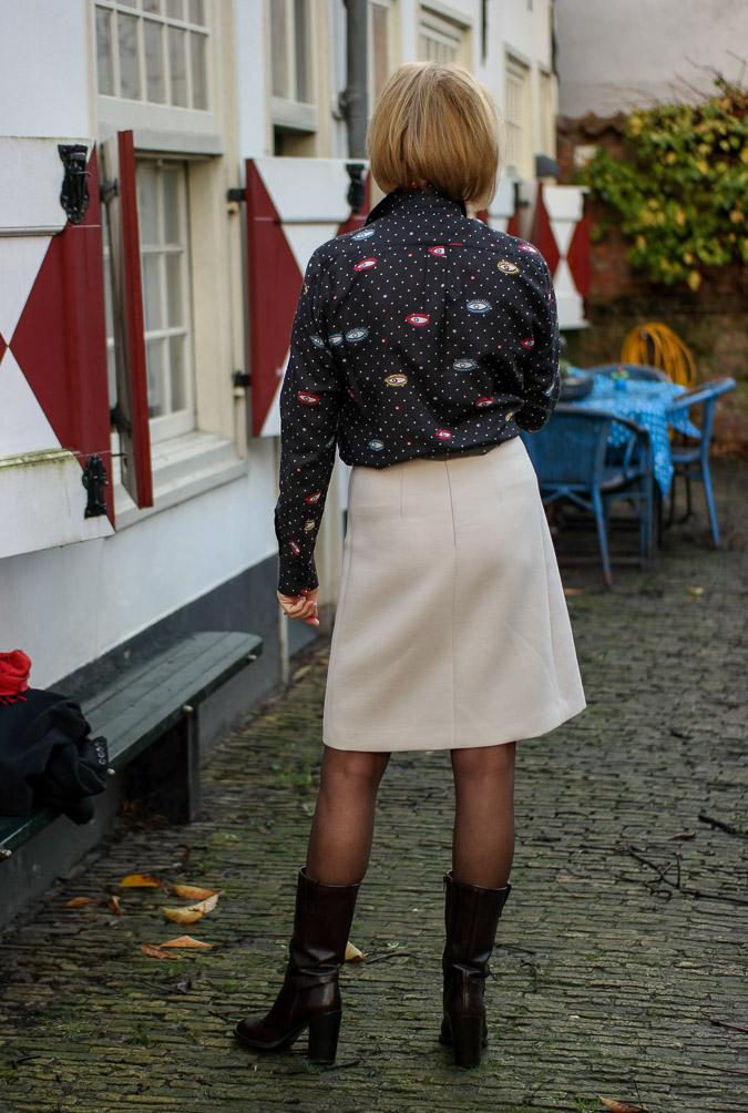 Cream A line skirt with eye blouse (5 van 11)