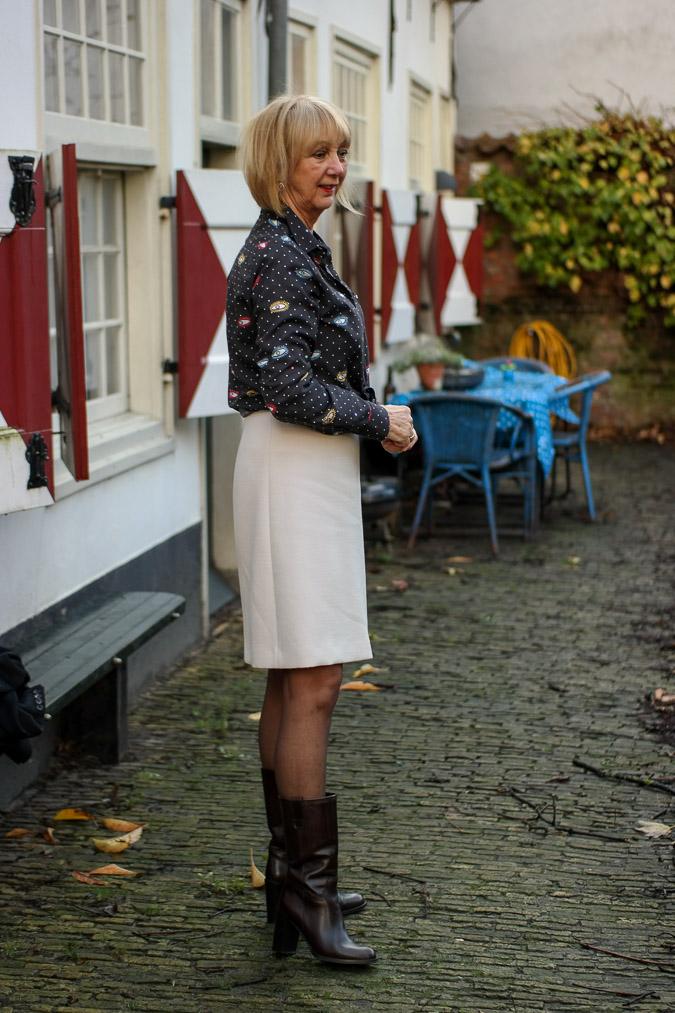 Cream A line skirt with eye blouse (6 van 11)