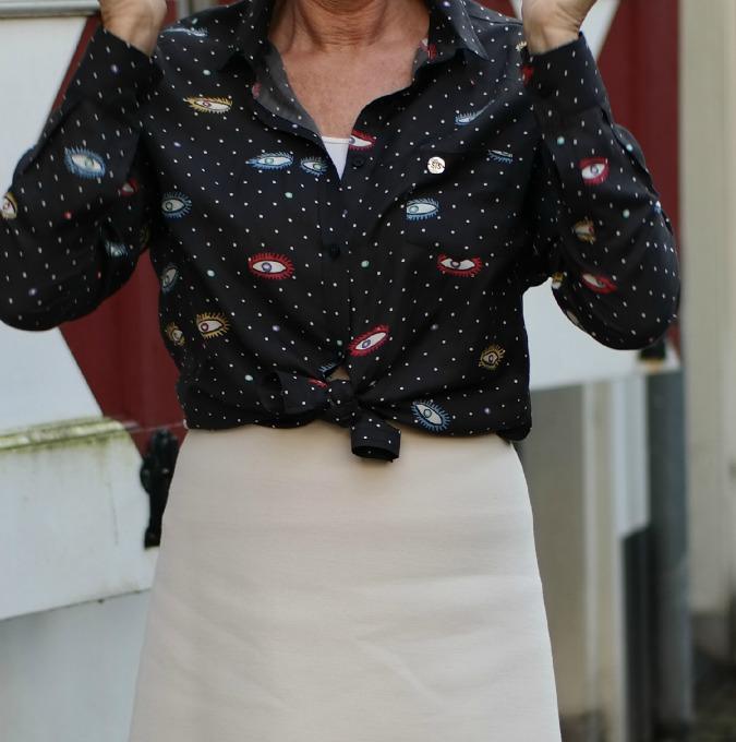 Details eye blouse