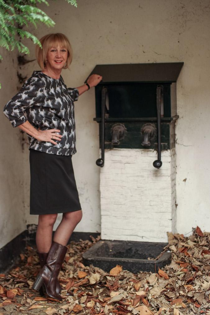 MM Green B&W sweater with black pencil skirt (3 van 10)