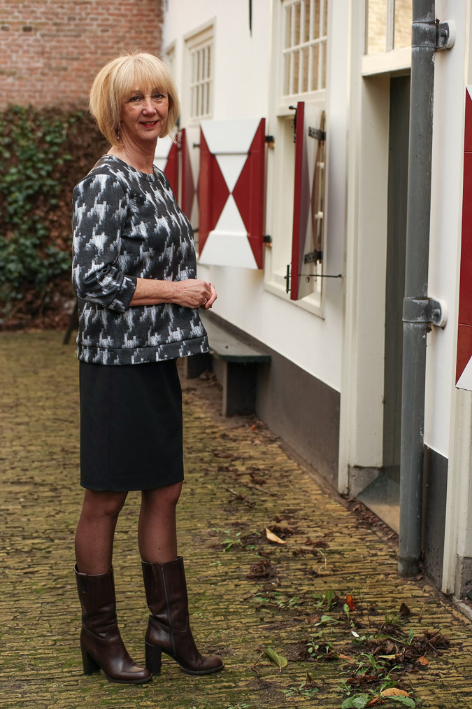 MM Green B&W sweater with black pencil skirt (5 van 10)