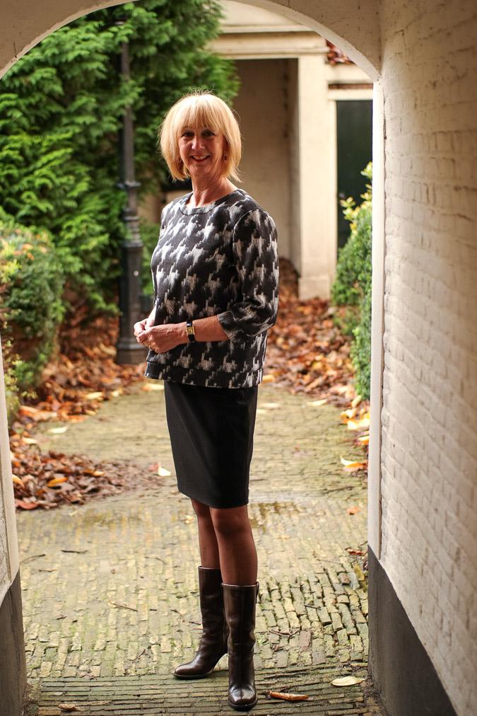 MM Green B&W sweater with black pencil skirt (7 van 10)