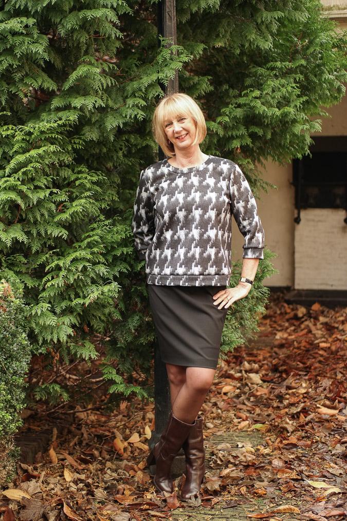 MM Green B&W sweater with black pencil skirt (8 van 10)