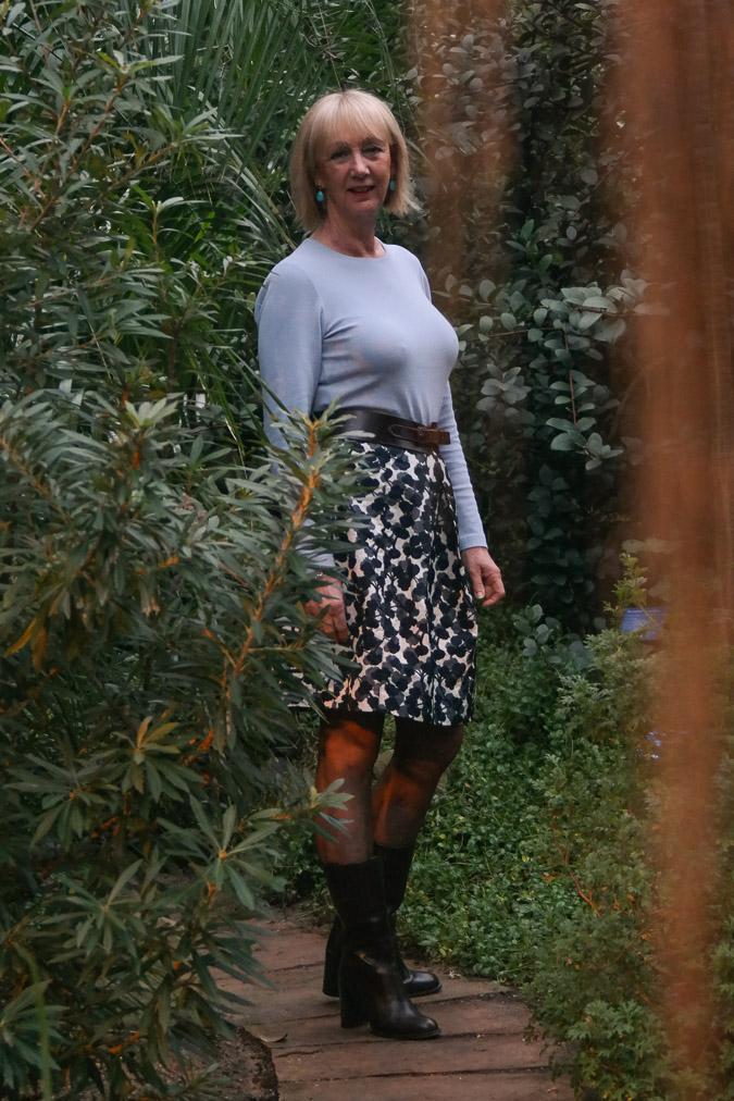 Flower skirt MM with blooper2 sweater (1 van 1)