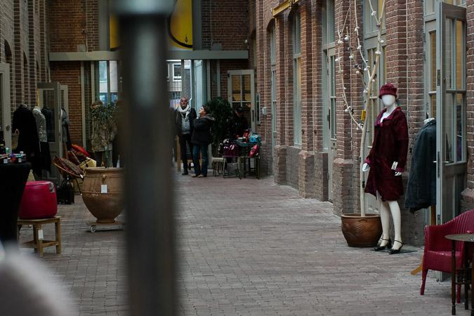 Foodhalls in red long tunic sweater (21 van 25)