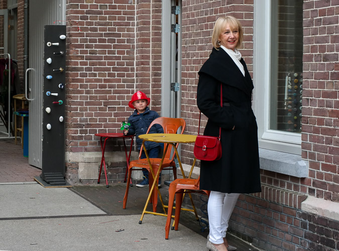 Annette Görtz coat with little red bag and leopard pumps
